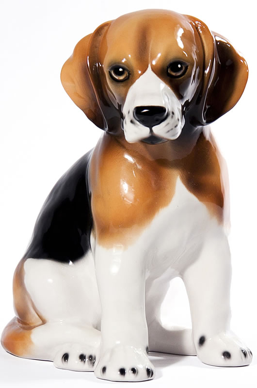 Sitting Beagle Sculpture. Zoom