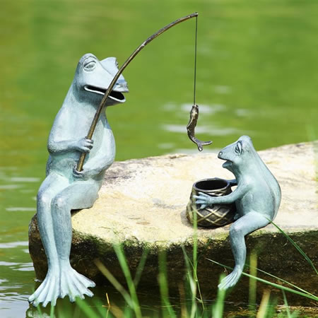 Fishing frog mama baby garden sculpture set spi san for Fish garden statue