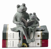 Frog Parent & Kid Reading- Shelf Sitter