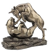 Stock Market Bull Bear Fight Statue